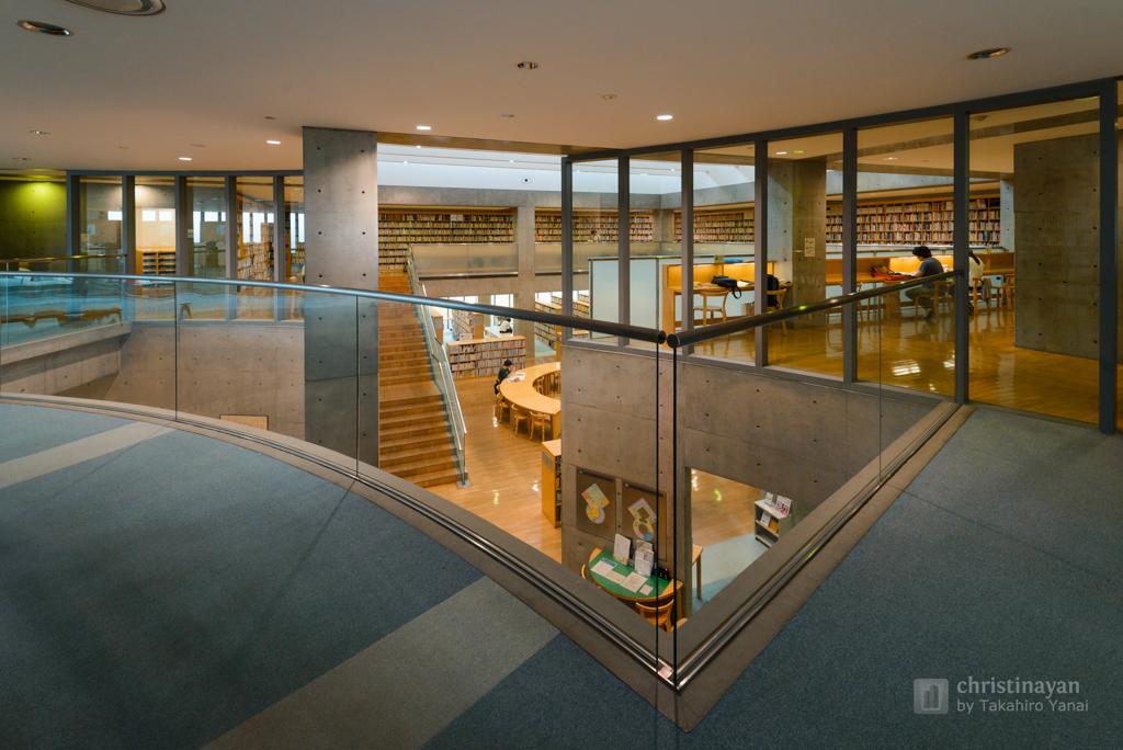 Indoor of Toyosaka City Library (豊栄市立図書館)
