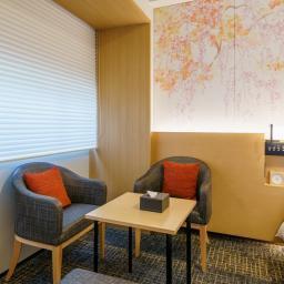 Chairs and table in Richmond Hotels Premier Kyoto Ekimae (リッチモンドホテル プレミア京都駅前)