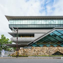 The facade of Kochi Castle Museum of History (高知県立高知城歴史博物館)