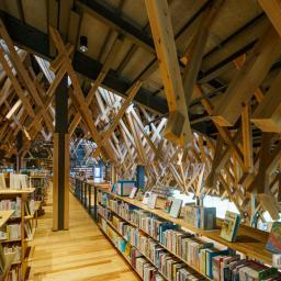 Indoor view of Yusuhara Community Library (雲の上の図書館)