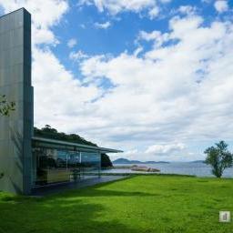 Exterior view of Kagawa Prefectural Higashiyama Kaii Setouchi Art Museum (東山魁夷せとうち美術館)
