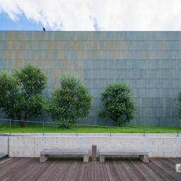 The facade of Kagawa Prefectural Higashiyama Kaii Setouchi Art Museum (東山魁夷せとうち美術館)