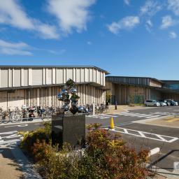 Exterior view of Moriyama City Library (守山市立図書館)