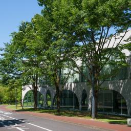 Exterior view of Tama Art University, library (多摩美術大学図書館)