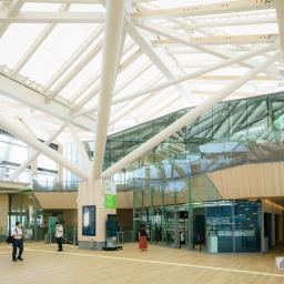 Full view of STARBUCKS COFFEE Takanawa Gateway Station (スターバックスコーヒー高輪ゲートウェイ駅)