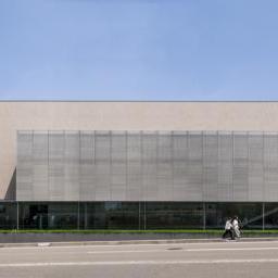 The facade of Yoshiro and Yoshio Taniguchi Museum of Architecture, Kanazawa (谷口吉郎・吉生記念 金沢建築館)