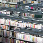 Bookshelves of Kanazawa Umimirai Library (金沢海みらい図書館)