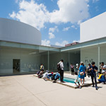 Crazy pool in 21st Century Museum of Contemporary Art, Kanazawa (金沢21世紀美術館)