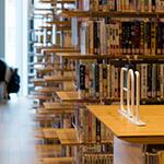 E bookshelf in Toyama City Library (富山市立図書館)