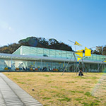 Exterior of Yokosuka Museum of Art (横須賀美術館)