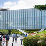 Exterior view of Tokyo Institute of Technology Library (東京工業大学附属図書館)
