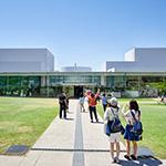 Facade of 21st Century Museum of Contemporary Art, Kanazawa (金沢21世紀美術館)