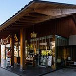 General view of Akagi Shrine, Park Court Kagurazaka (赤城神社、パークコート神楽坂)