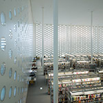 General view of inside of Kanazawa Umimirai Library (金沢海みらい図書館)
