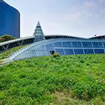 General view of Kanda University of International Studies, building 7 (神田外語大学 7号館)