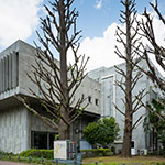 General view of Tokyo Institute of Technology Library, Eaet 1 building (東京工業大学 事務局1号館)
