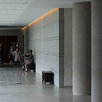 Indoor rest space of Sagawa Art Museum (佐川美術館)