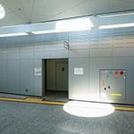 Indoor view of Shin-Hakushima Station (アストラムライン新白島駅)