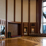 Interior of Meiji University, Tatsuo Kishimoto Hall (明治大学 岸本辰雄ホール)