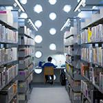 Studying guy in Kanazawa Umimirai Library (金沢海みらい図書館)