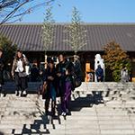 2017-12-23_the_facade_of_akagi_shrine_park_court_kagurazakaphoto_40412319382