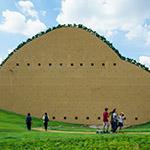 The facade of Mosaic Tile Museum, Tajimi (多治見市モザイクタイルミュージアム)