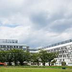The facade of Toyo University, Akabanedai (東洋大学 赤羽台キャンパス).
