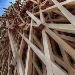 【写真】地獄組み!木材に覆われたビル。サニーヒルズ南青山店